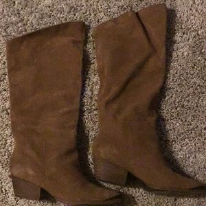 Gently used Chinese Laundry suede boots w/box